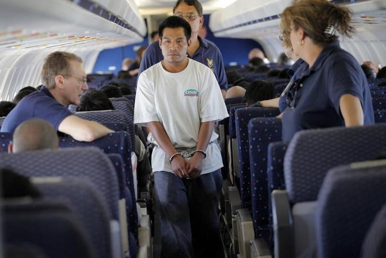 Juan Sacaria Lopez, an illegal immigrant, boards a plane at a flight operation unit at Mesa airport during his deportation process in Phoenix, Arizona July 10, 2009. REUTERS/Carlos Barria