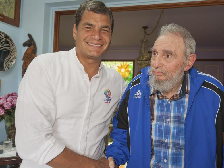 Cuba's former President Fidel Castro (R) greets Ecuador's President Rafael Correa during a meeting in Havana in this undated handout photograph released to Reuters on January 31, 2014. REUTERS/Cubadebate/Handout via Reuters