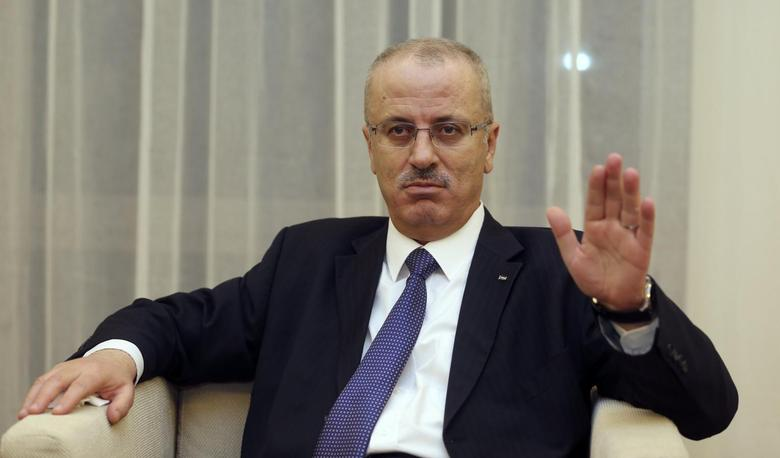 Palestinian Prime Minister Rami Hamdallah speaks with Reuters in Doha November 27, 2013. REUTERS/Fadi Al-Assaad