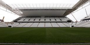 Campo da Arena Corinthias, um dos estádios da Copa do Mundo, em São Paulo. 22/04/2014 REUTERS/Paulo Whitaker