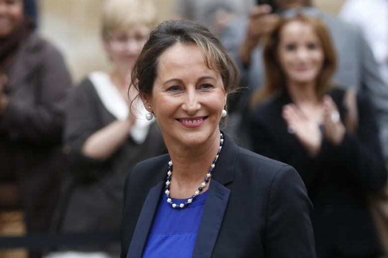Segolene Royal, France's newly-named Ecology, Sustainable Development and Energy Minister, attends the official handover ceremony at the Ecology ministry in Paris April 2, 2014. REUTERS/Charles Platiau