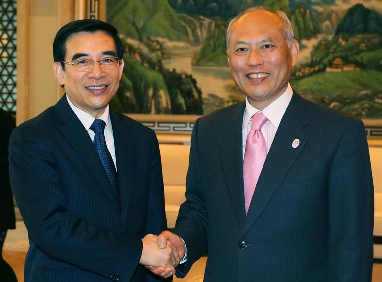 Tokyo Governor Yoichi Masuzoe (R) shakes hands with Beijing Mayor Wang Anshun during a meeting in Beijing April 25, 2014. REUTERS/Stringer