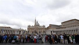 Faithful stand in queue to visit St. Peter's Basilica at the Vatican April 26, 2014. REUTERS/Stefano Rellandini