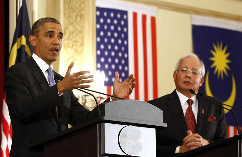 U.S. President Barack Obama speaks next to Malaysian Prime Minister Najib Razak during joint news conference at the Perdana Putra Building in Putrajaya, April 27, 2014. REUTERS/Larry Downing