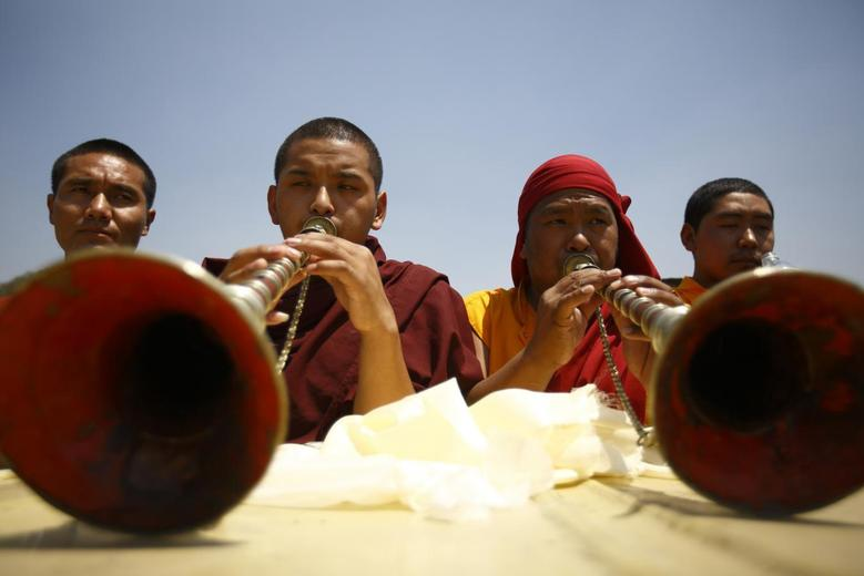 Buddhist monks offer prayer during the funeral rally of Nepali Sherpa climbers in Kathmandu April 21, 2014. REUTERS/Navesh Chitrakar