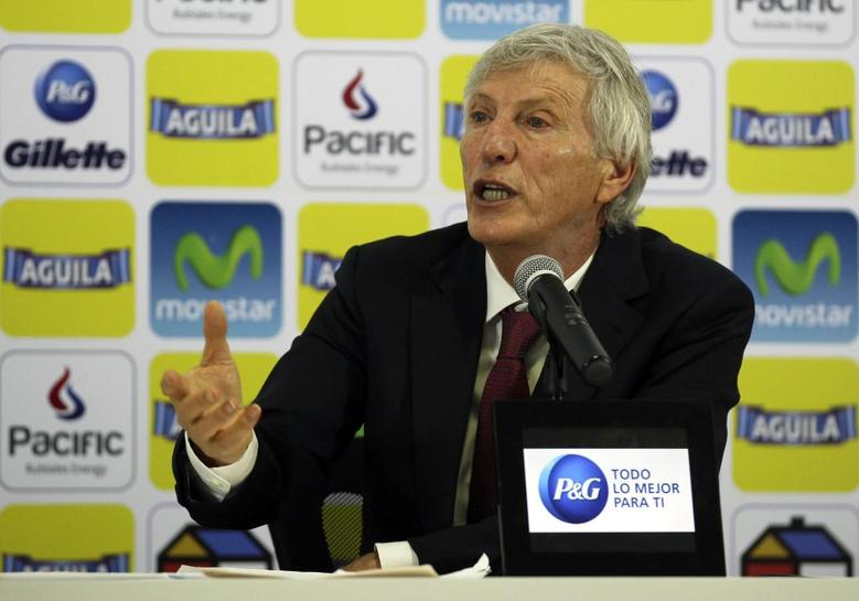 Colombia's national soccer team coach Jose Pekerman gestures during a news conference in Bogota April 16, 2014. REUTERS/John Vizcaino