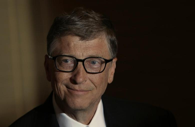 Bill Gates smiles during an interview with Reuters in Singapore April 6, 2014. REUTERS/Edgar Su