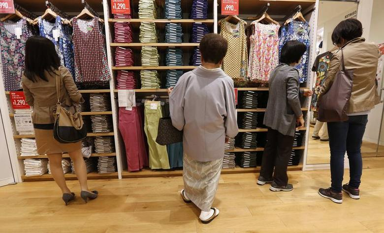 Shoppers look at clothes at a clothing retail store at Ginza shopping district in Tokyo April 28, 2014. REUTERS/Toru Hanai