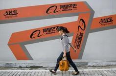 Le numéro un chinois du commerce en ligne Alibaba et un fonds de private equity co-créé par son fondateur Jack Ma vont prendre pour 1,22 milliard de dollars (870 millions d'euros) une participation dans Youku Tudou, la première plate-forme vidéo de l'internet chinois. /Photo d'archives/REUTERS/Chance Chan