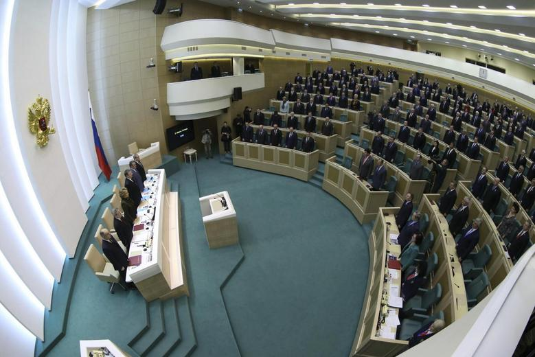 Members of the Federation Council, Russia's upper house of parliament, stand before a session in Moscow March 21, 2014. REUTERS/Sergei Karpukhin