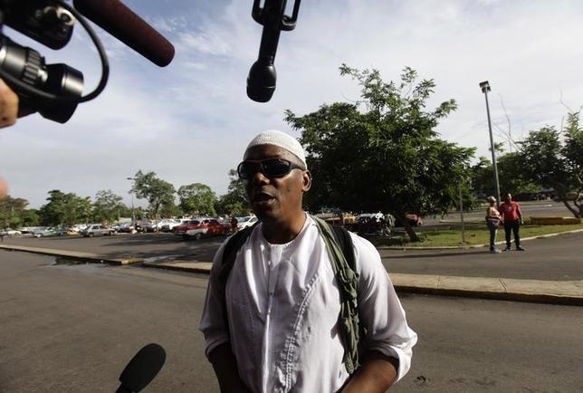 William Potts speaks to reporters outside Havana's Jose Marti International Airport, before boarding a plane to the U.S. November 6, 2013. REUTERS/Desmond Boylan