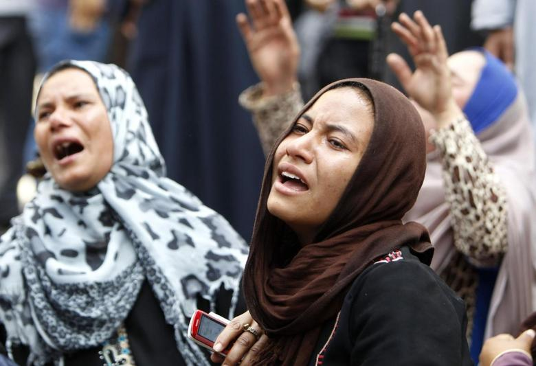 Relatives and families of members of the Muslim Brotherhood and supporters of ousted President Mohamed Mursi react in front of the court in Minya, south of Cairo, after hearing the sentence handed to Muslim Brotherhood leader Mohamed Badie and other Brotherhood supporters April 28, 2014. REUTERS/Mohamed Abd El Ghany