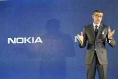 El próximo director ejecutivo de Nokia, Rajeev Suri, en una rueda de prensa en Espoo, Finlandia, abr 29 2014. Nokia designó el martes como nuevo presidente ejecutivo al hombre que lideró la reestructuración de su negocio de redes de telecomunicaciones, lo que aumentó la confianza de los inversores sobre el futuro de la compañía tras la venta de su alguna vez dominante división de telefonía. REUTERS/Heikki Saukkomaa/Lehtikuva Imagen para uso no comercial, ni ventas, ni archivos. Solo para uso editorial. No para su venta en marketing o campañas publicitarias. Esta fotografía fue entregada por un tercero y es distribuida, exactamente como fue recibida por Reuters, como un servicio para clientes.