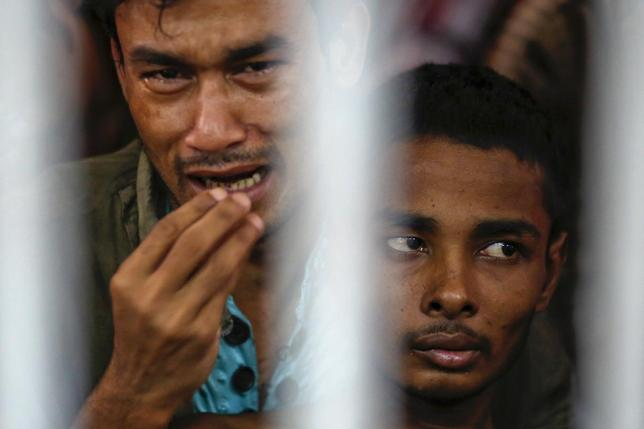 Rohingya people from Myanmar, who were rescued from human traffickers, react from inside a communal cell at Songkhla Immigration Detention Centre (IDC) where they are kept near Thailand's border with Malaysia February 12, 2014. REUTERS/Damir Sagolj