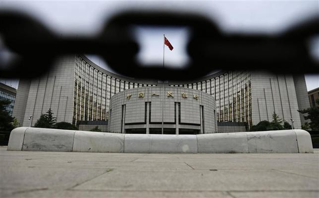 The headquarters of China's central bank, the People's Bank of China, is pictured behind an iron chain in Beijing, in this June 21, 2013 file picture. REUTERS/Jason Lee/Files