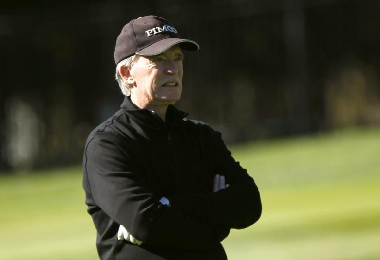 Pacific Investment Management (PIMCO) founder and co-chief investment officer Bill Gross plays golf on the first hole at Pebble Beach Golf Links before the start of the AT&T Pebble Beach Pro-Am in Pebble Beach, California, February 8, 2012. REUTERS/Robert Galbraith