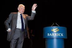 Outgoing Barrick Gold Chairman Peter Munk waves at the annual general meeting in Toronto, April 30, 2014. REUTERS/Mark Blinch
