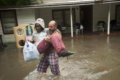 U.S. Gulf Coast hit by flooding after 24 hours non-sto...