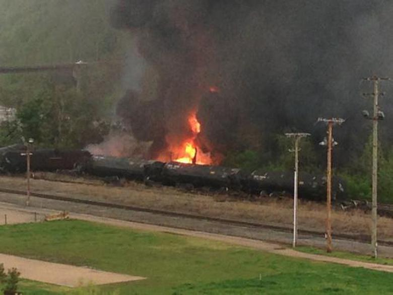 CSX oil train derails in Virginia, leaks into river
