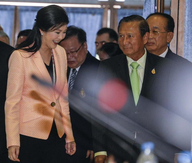 Thailand's Prime Minister Yingluck Shinawatra (L) and Election Commission Chairman Supachai Somcharoen (R) arrive before a meeting with the Election Commission at the Royal Thai Air Force Academy in Bangkok April 30, 2014. REUTERS/Athit Perawongmetha