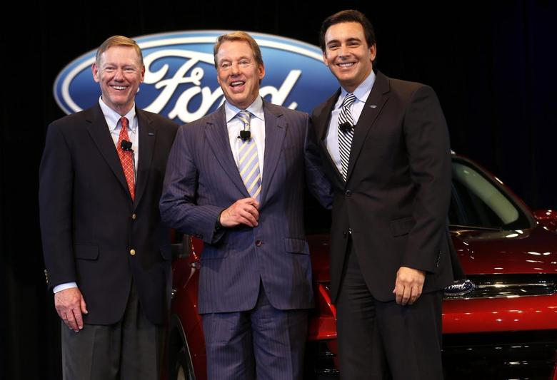 Ford Motor CEO and President Alan Mulally (L) stands with Executive Chairman Bill Ford (C) and COO Mark Fields after announcing Fields will replace Mulally as CEO on July 1 during a news conference in Dearborn, Michigan May 1, 2014. REUTERS/Rebecca Cook