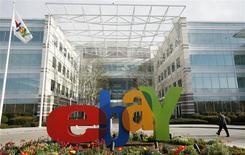 La casa matriz de eBay en San Jose, EEUU, feb 25 2010. La compañía de subastas en línea eBay Inc puso término a una demanda presentada por el Departamento de Justicia estadounidense y acordó evitar hacer acuerdos con otras compañías tecnológicas para no arrebatarse empleados mutuamente, según papeles presentados en la corte el jueves. REUTERS/Robert Galbraith