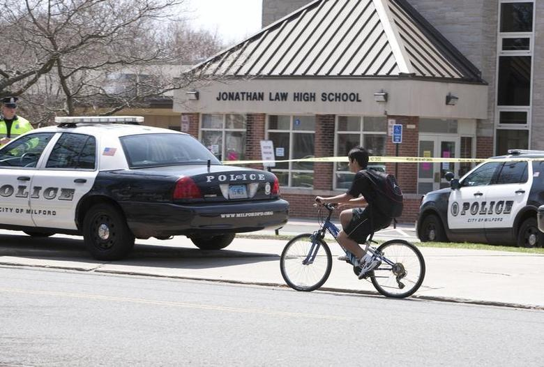 Police guard the front of Jonathan Law High School in Milford, Connecticut April 25, 2014. REUTERS/Michelle McLoughlin