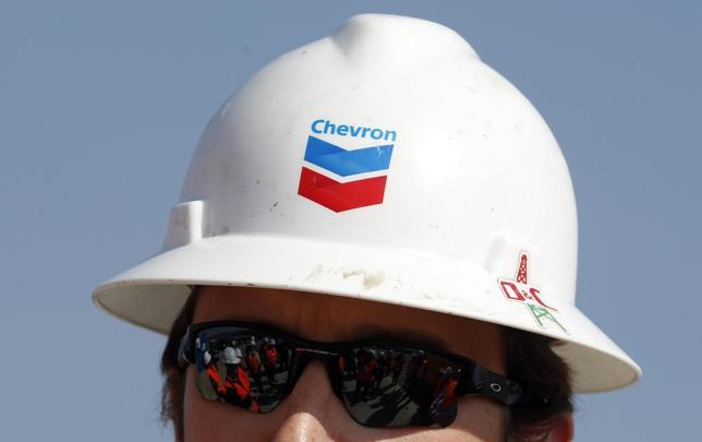 Journalists are reflected in the sunglasses of drilling site manager Greg Murphy during a media day at Chevron's site in Pungesti April 8, 2014. REUTERS/Bogdan Cristel