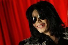 Pop Star Michael Jackson durante coletiva de imprensa em Londres. A primeira música do álbum póstumo do astro Michael Jackson estreou na quinta-feira à noite durante a premiação iHeartRadio, numa antecipação ao lançamento do disco, marcado para meados de maio. 5/03/2009. REUTERS/Stefan Wermuth