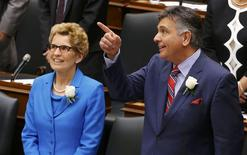 Ontario Finance Minister Charles Sousa (R) and Ontario Premiere Kathleen Wynne stand in the chamber before the delivery of the provincial budget at Queens Park in Toronto, May 1, 2014. REUTERS/Mark Blinch