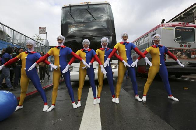 Demonstrators block the path of a Google commuter bus to Mountain View, in San Francisco, California April 1, 2014. REUTERS/Robert Galbraith