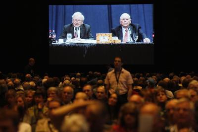 Buffett defends Coke, BNSF at Berkshire annual meeting