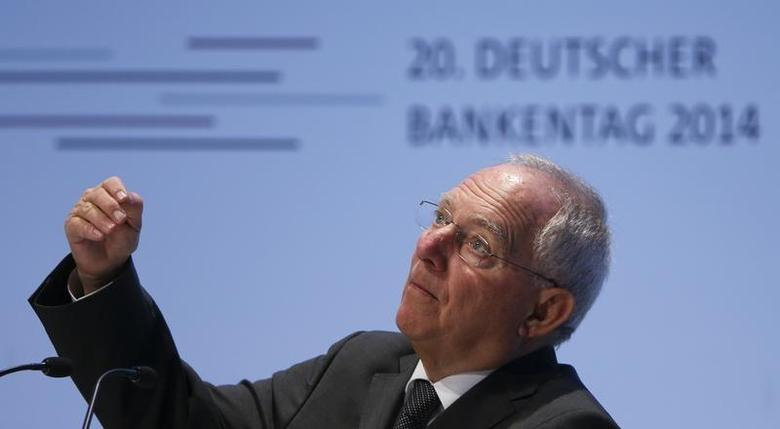 German Finance Minister Wolfgang Schaeuble addresses the annual meeting of the of the Association of German Banks in Berlin, April 9, 2014 file photo. REUTERS/Fabrizio Bensch