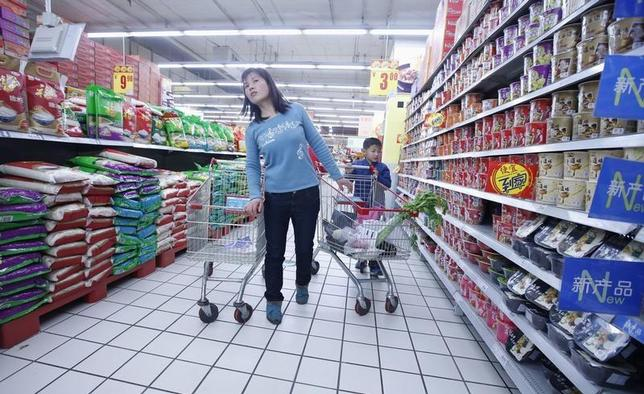 A woman looks for goods at a supermarket in Beijing March 22, 2013. REUTERS/Kim Kyung-Hoon