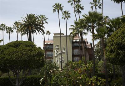 Amid boycott of Beverly Hills haunt, city confronts...