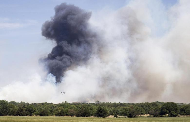 Smoke rises over the Logan County wildfire near Guthrie, Oklahoma May 5, 2014. REUTERS/Richard Rowe