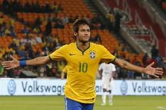 Neymar comemora gol durante amistoso contra a África do Sul, no estádio Soccer City, em Johanesburgo, na África do Sul, em março. 05/03/2014 REUTERS/Siphiwe Sibeko