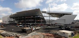 Vista externa da Arena Corinthians, em São Paulo, um dos estádios da Copa do Mundo que sofre com atrasos nas obras. 26/04/2014 REUTERS/Paulo Whitaker