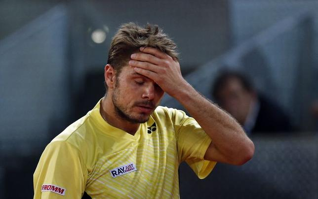 Stanislas Wawrinka of Switzerland reacts after losing a point to Dominic Thiem of Austria during their match at the Madrid Open tennis tournament May 6, 2014. REUTER/Susana Vera