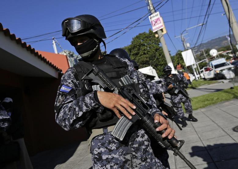 A police officer secures the house of former El Salvadoran president Francisco Flores in a wealthy neighbourhood of San Salvador January 31, 2014. REUTERS/Henry Romero