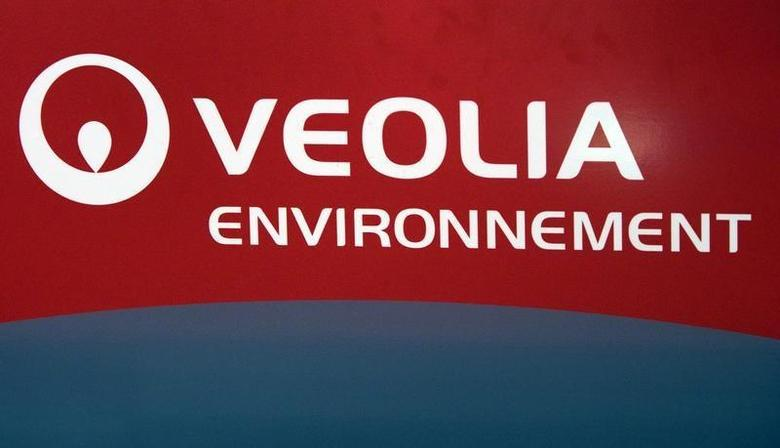The logo of Veolia Environnement is seen during the company's 2008 annual results presentation in Paris March 6, 2009. REUTERS/Charles Platiau