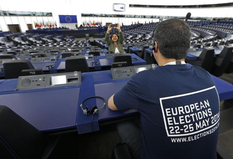 A man visits the plenary room of the European Parliament during an open day in Strasbourg May 4, 2014. REUTERS/Vincent Kessler