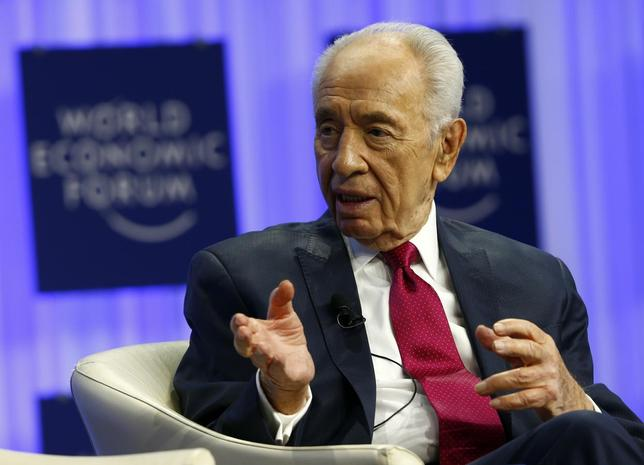 Israel's President Shimon Peres gestures during a session at the annual meeting of the World Economic Forum (WEF) in Davos January 24, 2014. REUTERS/Denis Balibouse