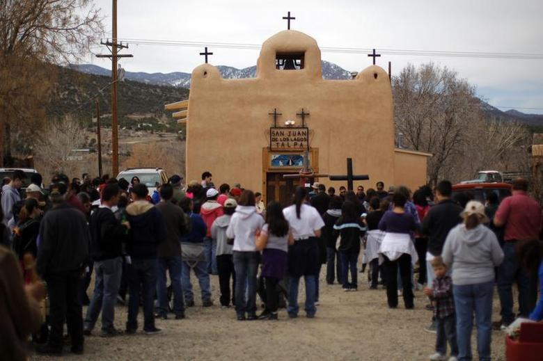 Participants in a Good Friday pilgrimage stop at San Juan de los Lagos capilla in Talpa, New Mexico March 29, 2013. REUTERS/Brian Snyder
