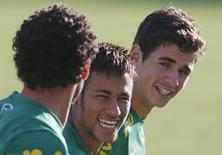 Jogadores da seleção brasileira Neymar, Fred e Oscar durante treino da equipe durante a Copa das Confederações, em Belo Horizonte. 26/06/2014 REUTERS/Sergio Moraes