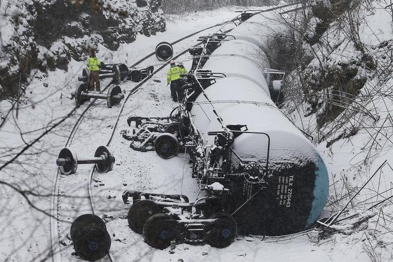 Emergency personnel examine the wreckage of a train derailment near Vandergrift, Pennsylvania February 13, 2014. REUTERS/Jason Cohn