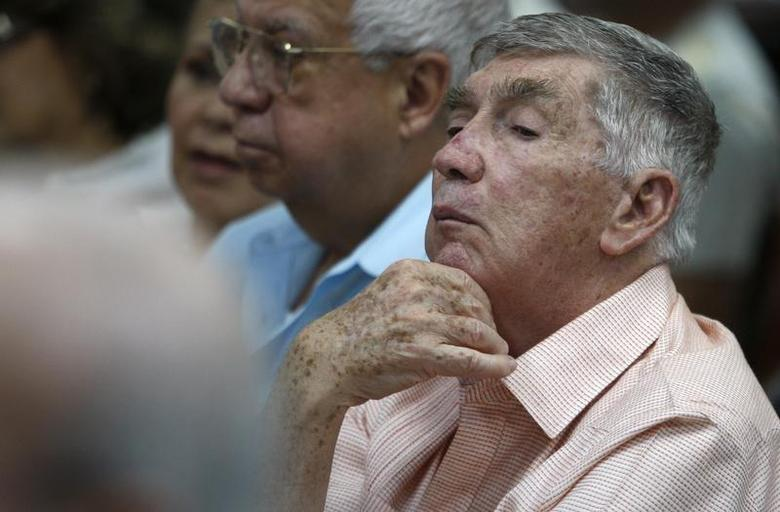 Anti-Castro Cuban exile Luis Posada Carriles attends a ceremony to recognize opponents of the Castro government in Miami, Florida May 22, 2009. REUTERS/Carlos Barria