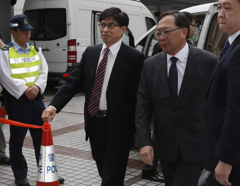 Sun Hung Kai Properties Executive Director Thomas Chan Kui-yuen (3rd R) arrives at the High Court in Hong Kong May 8, 2014. REUTERS/Bobby Yip