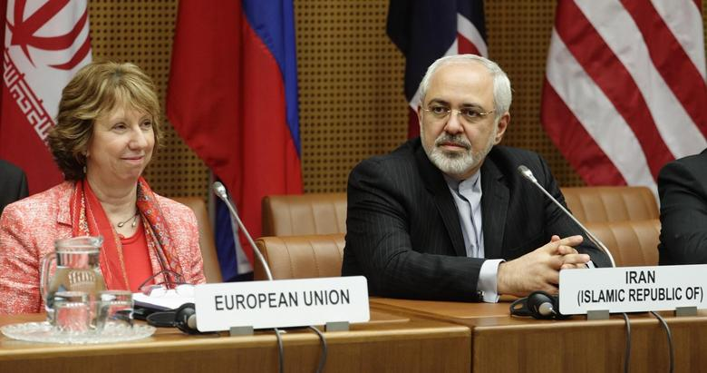 European Union foreign policy chief Catherine Ashton (L) and Iranian Foreign Minister Mohammad Javad Zarif wait for the start of talks in Vienna April 9, 2014. REUTERS/Heinz-Peter Bader