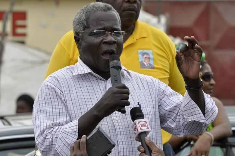 Afonso Dhlakama, head of Mozambique's opposition party Renamo, addresses an election rally in Matola, near Maputo, on the last day of campaigning October 25, 2009. REUTERS/Grant Lee Neuenburg